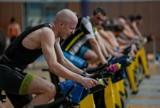 Indoor Triathlon Series w Gdyni 2021. Łukasz Sosnowski najlepszy wśród 67 uczestników zawodów na obiektach Akademii Marynarki Wojennej