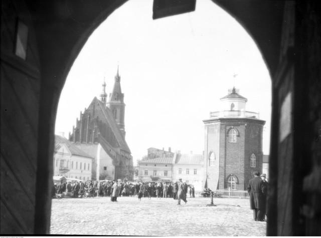 Fragment rynku. Widoczna wieża ciśnień i kościoła św. Andrzeja