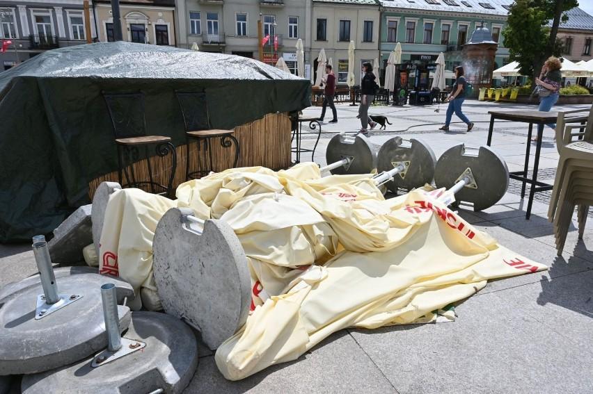 Piątkowa, 9 lipca, wichura siała spustoszenie w Kielcach....