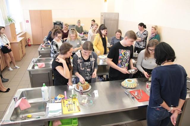 """W """"Chemiku"""" we Włocławku dekorowano baby wielkanocne.  >> Najświeższe informacje z regionu, zdjęcia, wideo tylko na www.pomorska.pl"""
