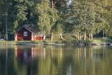 Planujesz wyjazd nad jezioro? Domki letniskowe w woj. lubelskim kuszą wyposażeniem, lokalizacją i ceną! Zobacz najtańsze oferty