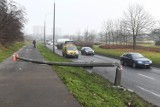 Groźny wypadek w Poznaniu. Na ul. Hetmańskiej zderzyły się dwa samochody. Jedna osoba ranna