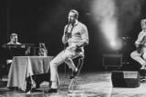 """Kwidzyn: Sławek Uniatowski zaśpiewał w teatrze. Promował swój album """"Metamorphosis [ZDJĘCIA]"""
