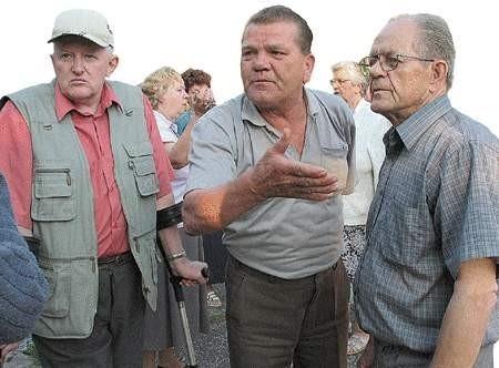 Mieszkańcy osiedla nie przyjmują urzędniczych argumentów i nie chcą się pogodzić z budową drogi dojazdowej do aquaparku.