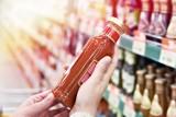 Jak czytać etykiety produktów? Na to najczęściej nabierają nas producenci żywności. Nie daj się oszukać