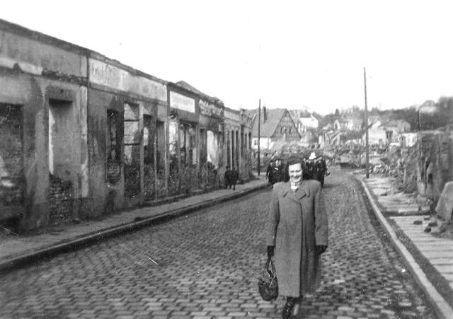 Spacer dzisiejszą ulicą Menniczą (daw. Marksa).