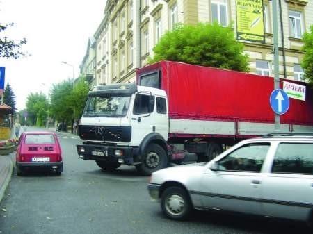 Po raz kolejny wraca temat parkingów przy kościele. Tym razem jednak w innym wymiarzefot.Małgorzata Więcek