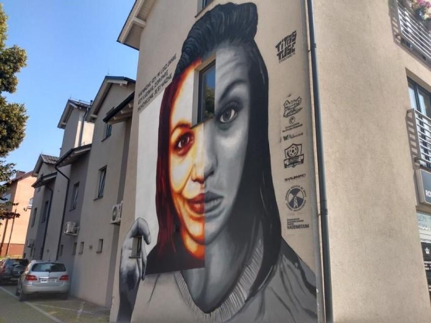 Mural w Luzinie zwraca uwagę na problem braku wsparcia dla osób chorujących psychicznie