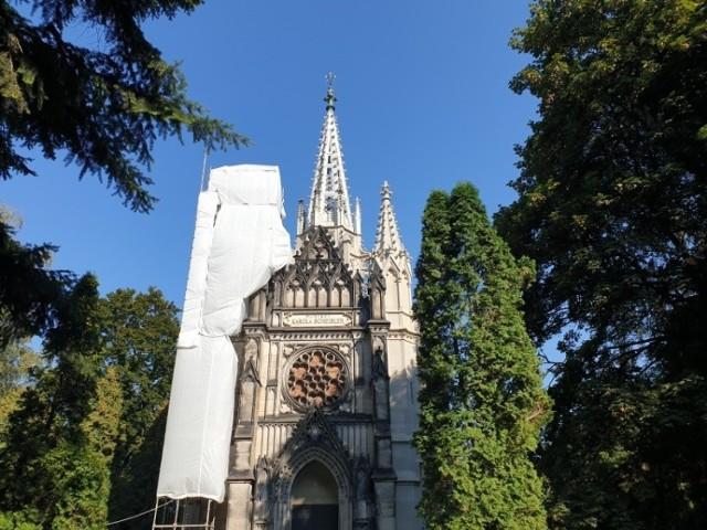 Na konserwacje rozety na fasadzie kaplicy Karola Scheiblera zostanie przeznaczone 170 tys. zł.