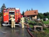 Moszczenica. Tragiczny pożar budynku gospodarczego. W zgliszczach strażacy natknęli się na zwłoki 89-letniego mężczyzny [ZDJĘCIA]