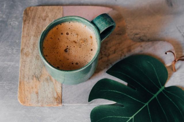 Najzdrowsza wersja kawowego napoju to napar bez dodatków takich jak cukier, mleko krowie czy napój roślinny