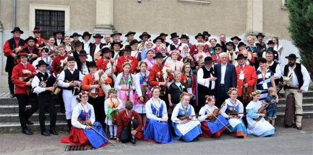 W Zbąszyniu spotkało się ok. 80 muzyków ludowych z 22 zespołów.  VII Festiwal Dud Polskich. Wielkopolska stolicą polskiej muzyki dudziarskiej. Zbąszyń 02-04.07.2021