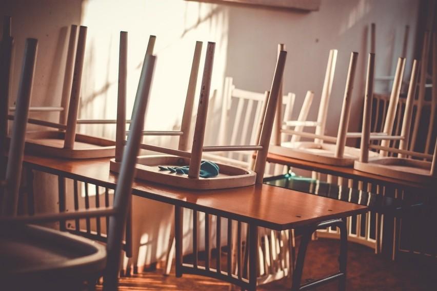 Koronawirus w Polsce vs odwołane lekcje i zamknięte przedszkola. Poznaj prawa pracujących rodziców