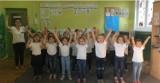 """Pogorzela. Przedszkole Samorządowe """"Raj Psotników"""" zainicjowało akcję #MacarenaChallenge. Zbierają pieniądze dla Kacpra Praczyka [ZDJĘCIA]"""