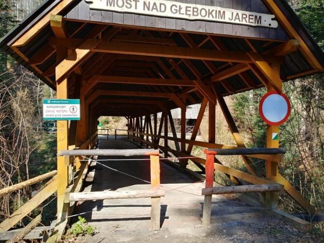 Most nad Głębokim Jarem czeka na rozbiórkę, a turyści czekają na nową przeprawę