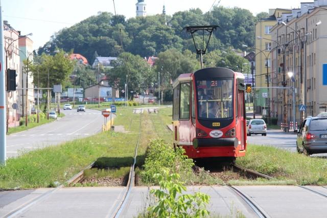 Dąbrowianie narzekają na stan torowiska tramwajowego w dzielnicy Gołonóg. Remont ma rozpocząć się wiosną 2021 roku Zobacz kolejne zdjęcia/plansze. Przesuwaj zdjęcia w prawo - naciśnij strzałkę lub przycisk NASTĘPNE