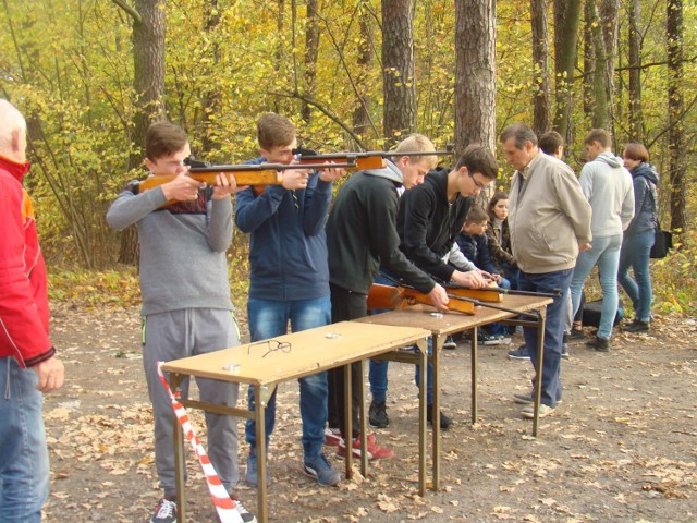 Piknik zorganizowano w uroczysku leśnym w Pietruchowem koło Ciasnej.