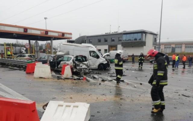 Wypadek na bramkach na A2 w Żdżarach