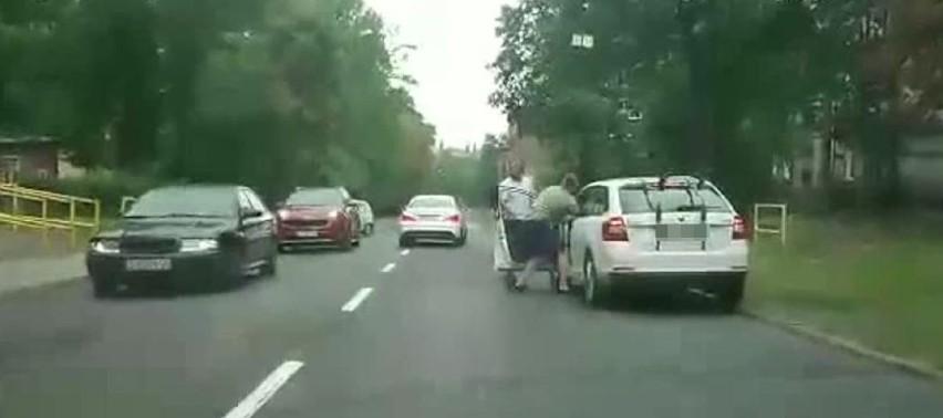 Pobicie kierowcy w Zabrzu. Pokrzywdzony chwilę wcześniej po pijaku spowodował kolizję NOWE FAKTY