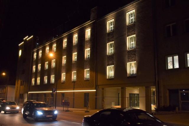 Tak w nocy prezentuje się nowa Biblioteka w Żorach
