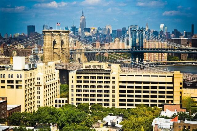 Światowe Biuro Główne Świadków Jehowy w Nowym Jorku (Watchtower - ang. Strażnica)