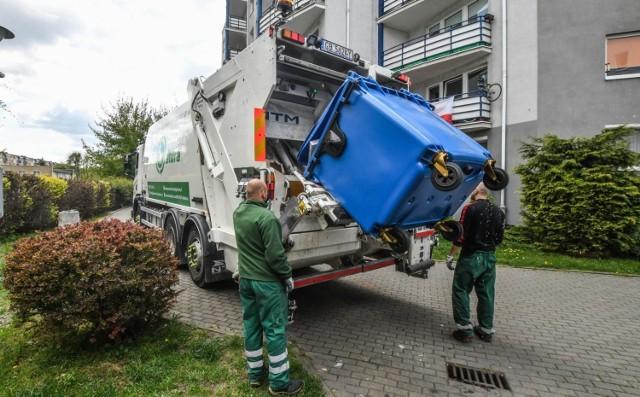 Czy podczas przebywania na kwarantannie bydgoszczanie muszą segregować odpady? Kto odbiera takie opady i w jaki sposób się to odbywa? Zobaczcie!