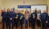 Policja w Chodzieży obchodziła Dzień Kobiet. Były kwiaty, kawa i życzenia od komendanta