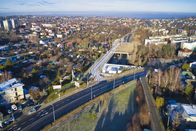 Nowy łącznik liczy 430 metrów długości i pozwalała z al. gen. Andersa dołączyć do ul Piastowskiej, z niej do ronda Hulanka