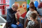 Artur Barciś w Zespole Szpitali Miejskich w Chorzowie. W szpitalu powstała Zaczytana Biblioteka. Zobaczcie zdjęcia