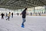 Tarnów. Baseny i lodowiska w Tarnowie znów otworzą się w piątek. To już ostatnie przygotowania do rozruchu