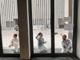 Lublin: Aktywiści umyli okna w urzędzie. Na znak protestu