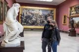 Pandemiczna Noc Muzeów bez zwiedzania po zmroku i gigantycznych kolejek [ZDJĘCIA]