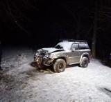 Samochodem zatrzymał się na drzewie: Kolizja na drodze Międzychód - Muchocin [ZDJĘCIA]