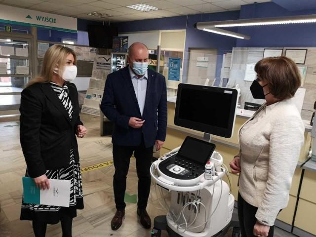 Szpital w Ozimku wzbogacił się o nowy sprzęt i podjazd dla karetek.