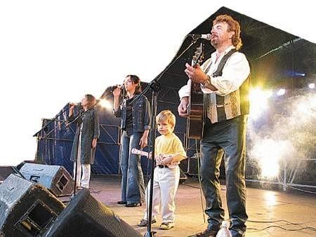 Muzycy country zwykle zarażają swoją pasją całe rodziny. Mariusz Kalaga zagrał razem z synem.