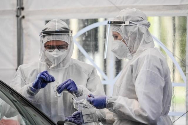 Dane statystyczne dotyczące pandemii koronawirusa we wtorek, 3 sierpnia 2021 roku.