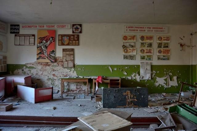 """26 kwietnia 1986 r. doszło do katastrofy w elektrowni jądrowej w Czarnobylu. W jej wyniku ewakuowano całą okolicę - m.in. 50-tysięczne miasto Prypeć. Dziś to miejsce chętnie odwiedzają eksplorerzy zafascynowani wszelkimi opuszczonymi miejscami. Jednym z nich jest Jan Chojnacki - prowadzący stronę """"Ciemna Strona Miasta"""".    Zobacz jego zdjęcia w galerii ------->"""
