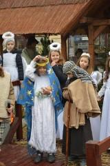 Mikołów: Jarmark świąteczny i jasełka uczniów. Przyszły tłumy [FOTO]