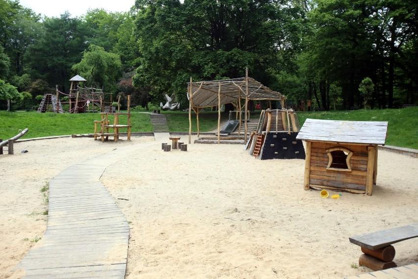 9. Plac zabaw w parku Kościuszki w Katowicach, w pobliżu...