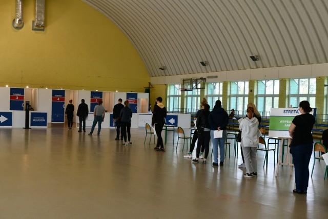 Punkt szczepień masowych w Łapanowie działa w hali sportowej Centrum Kształcenia Zawodowego i Ustawicznego. Uruchomiono go 17.05.2021