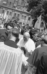 Jan Paweł II - 13 maja mija rocznica zamachu na papieża. Zdjęcia Bogdana Ludowicza z pierwszej wizyty Jana Pawła II w Gnieźnie [ZDJĘCIA]