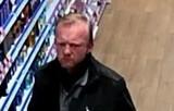 Kradzież perfum z drogerii w Pruszczu Gdańskim. Policja szuka sprawcy. Rozpoznajesz go? |ZDJĘCIA