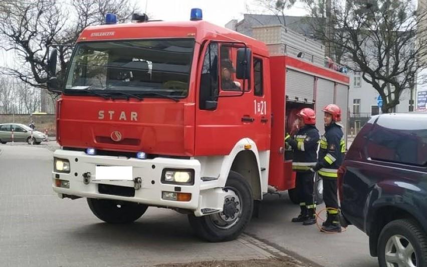 Strażacy zastali w mieszkaniu zwłoki