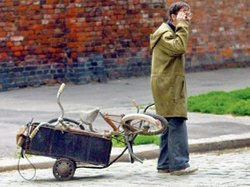 Średnia dniówka złomiarza to około 30 zł. W porywach są w stanie zarobić 50-100 zł