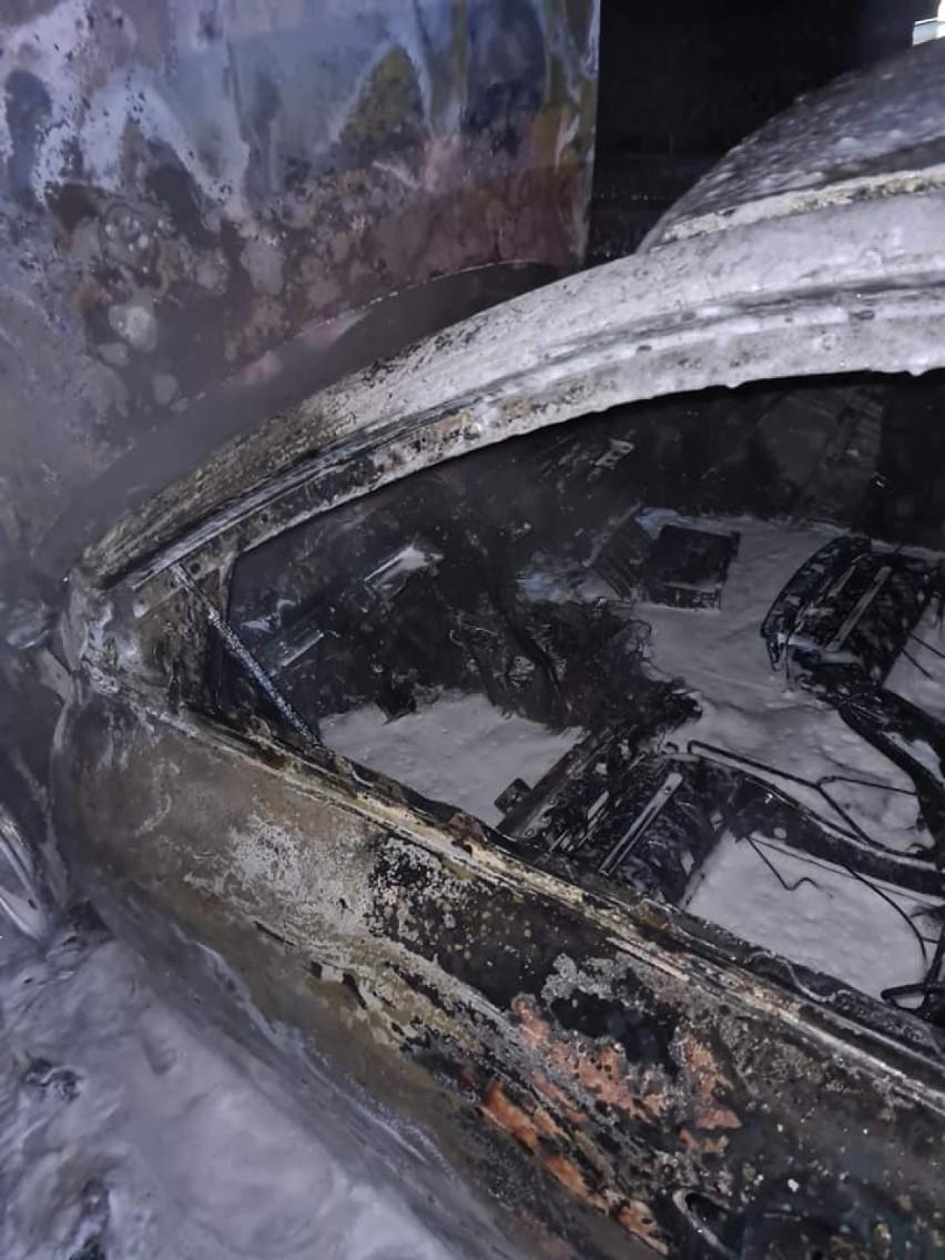 Gmina Pruszcz Gdański. Płonący samochód na S7 w Borkowie  ZDJĘCIA