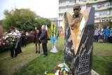 W Galerii Artystycznej na pl. Grunwaldzkim odsłonięto rzeźby Kilara i Urbanowicza ZDJĘCIA