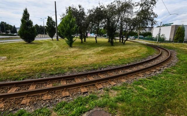 Pętla u zbiegu ulic Bałtyckiej i Fordońskiej w Bydgoszczy jest za mała, żeby zmieścić dwa składy tramwajowe po 32 metry każdy.