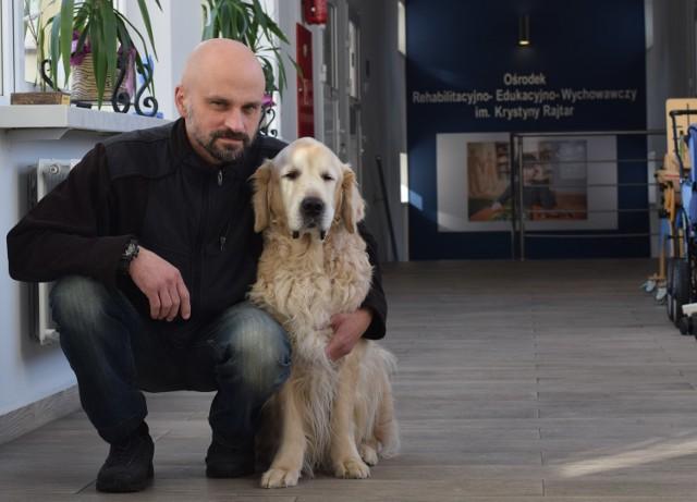 W jarosławskim OREW wszyscy mają nadzieję na wyleczenie Leo. Czekają na jego powrót do terapii, bo nie wyobrażają sobie pracy bez niego. Jest tutaj traktowany jak członek rodziny