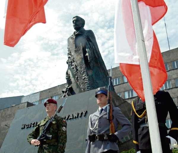 Tradycyjnie uroczyście będzie 3 maja  na placu Sejmu Śląskiego.
