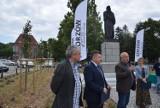 Kapsuła czasu trafiła pod pomnik Adama Mickiewicza